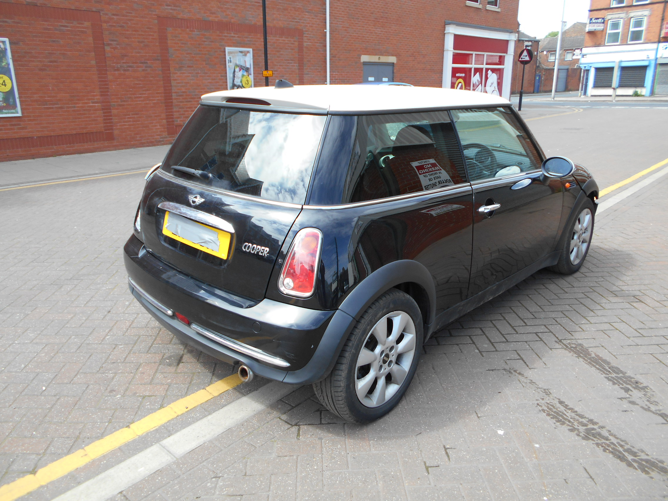 04 Black 1.6 BMW Mini Cooper - 4