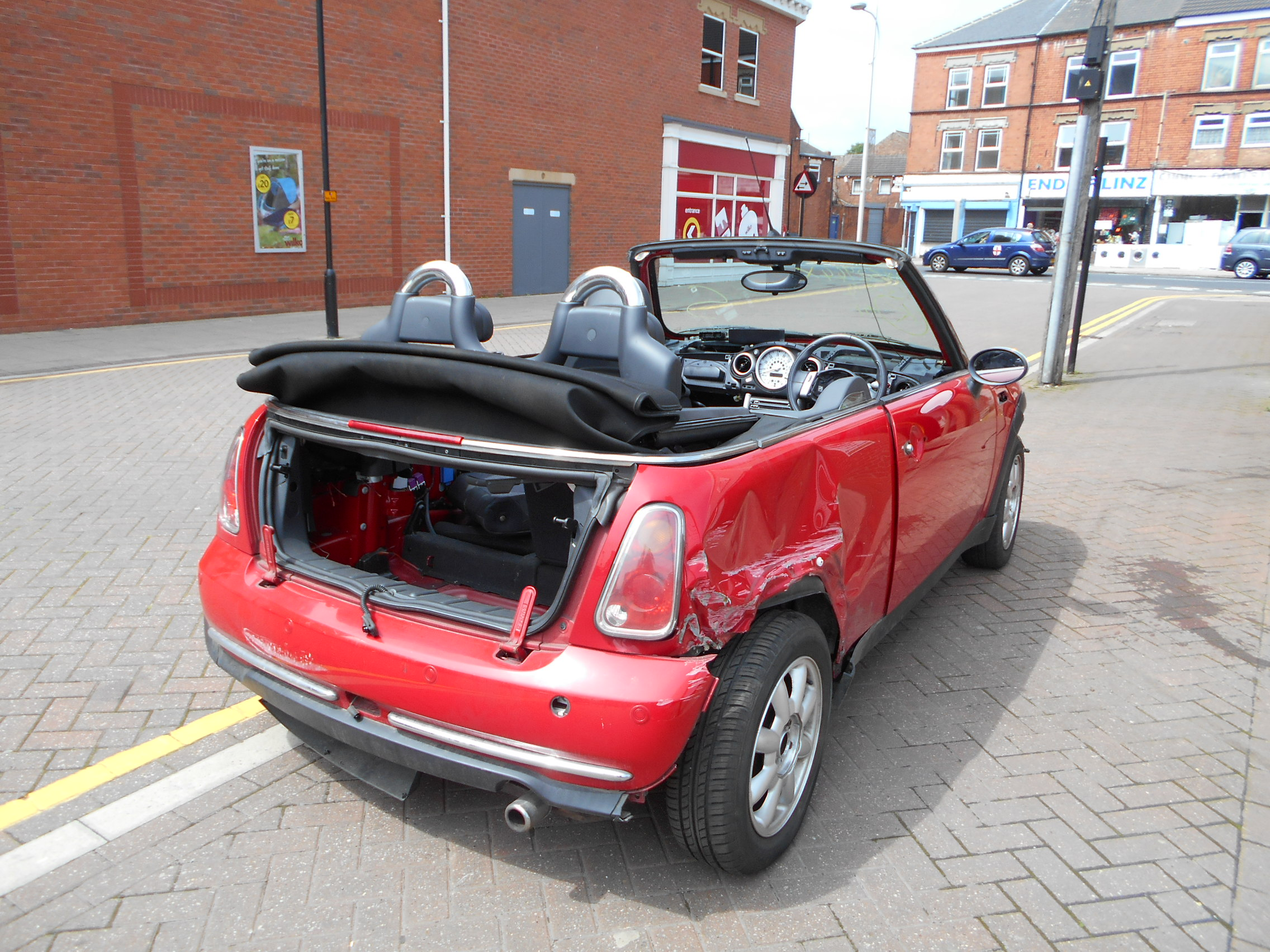 04 Chilli Red 1.6 BMW Mini Convertible - 6