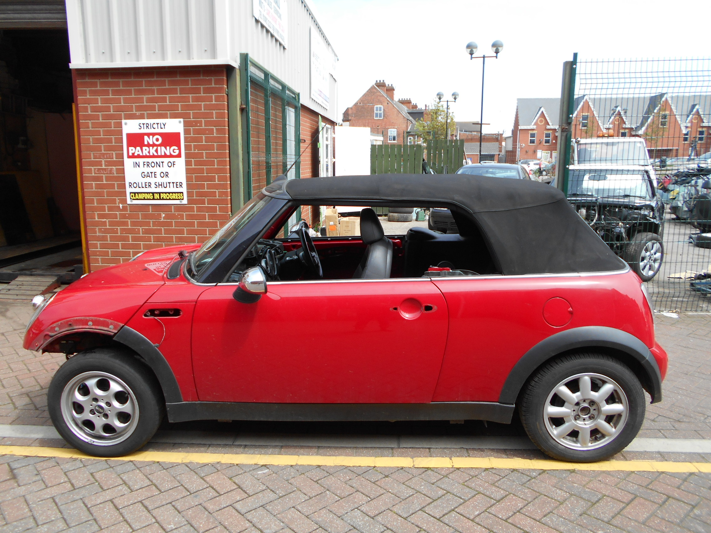04 Chilli Red 1.6 BMW Mini Convertible - 4