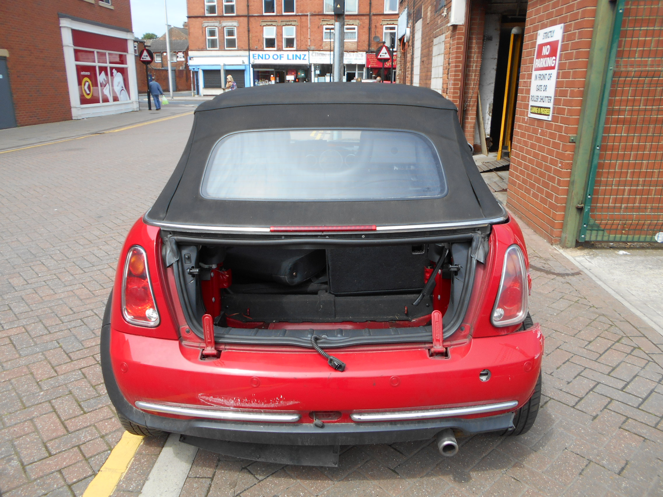 04 Chilli Red 1.6 BMW Mini Convertible - 9