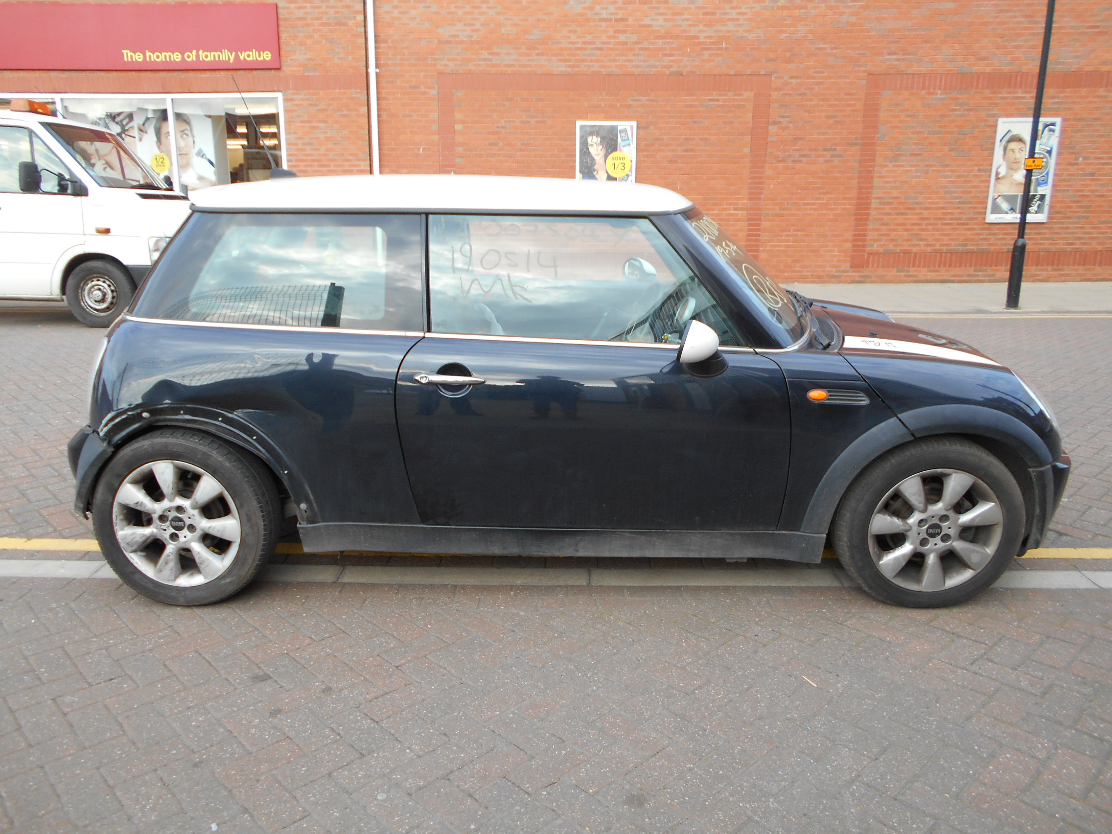 05 Astro Black Metallic 1.6 BMW Mini Cooper - 1