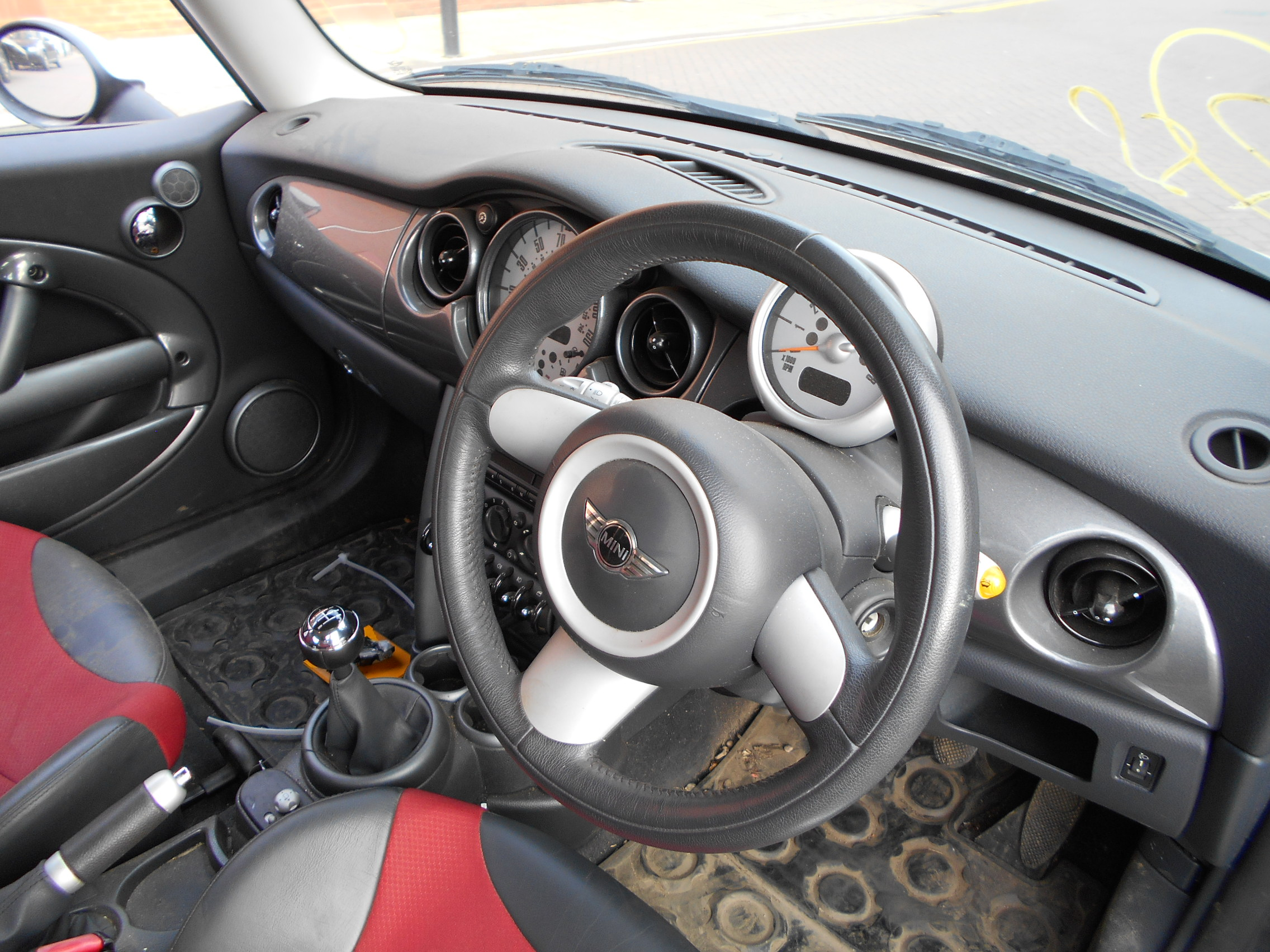 05 Astro Black Metallic 1.6 BMW Mini Cooper - 7